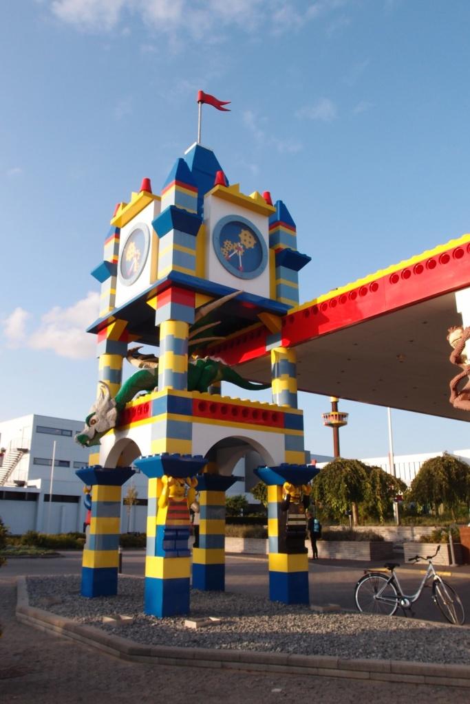 Wejście do hotelu Legoland