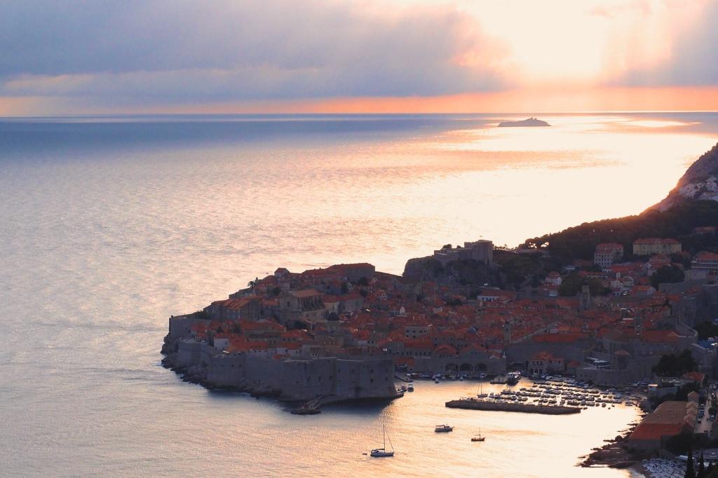 Widok na Dubrovnik z punktu widokowego.